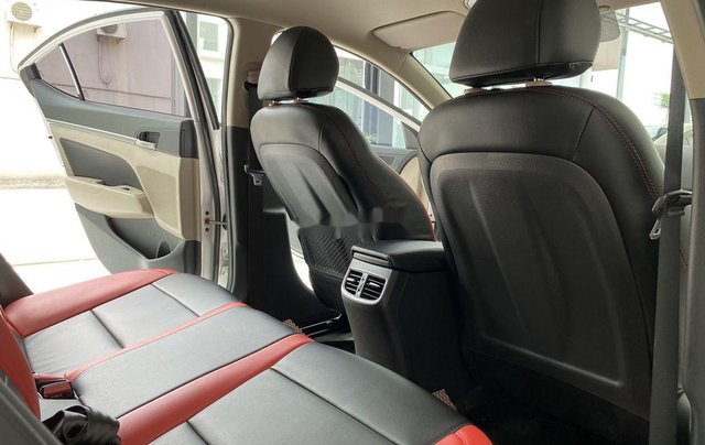 Bán Hyundai Elantra GLS 1.6MT sản xuất 2019, màu trắng, biển TP. HCM tên cá nhân5
