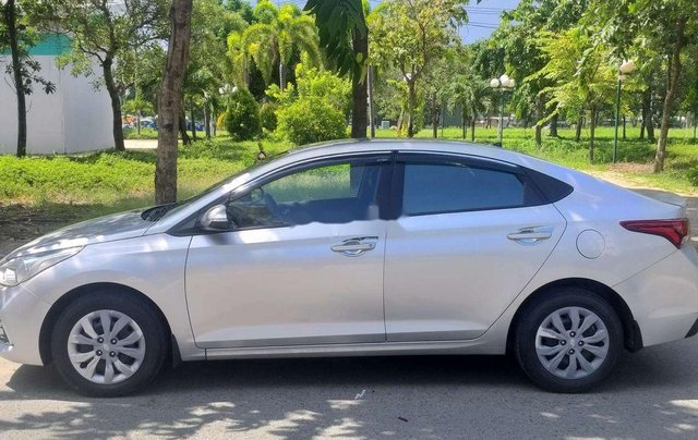 Cần bán lại chiếc Hyundai Accent MT đời 2018, xe giá thấp, chính chủ sử dụng1