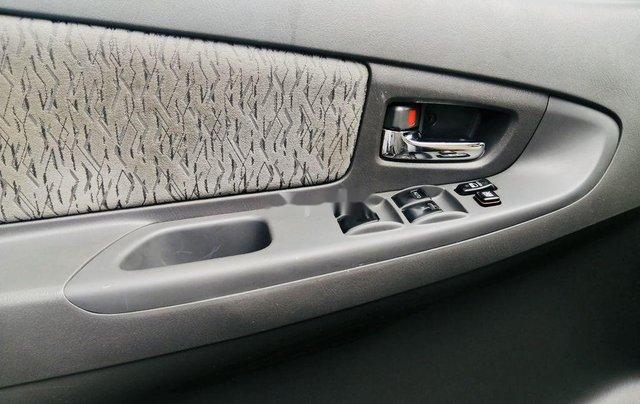 Bán Toyota Innova đời 2013, màu bạc, xe chính chủ6