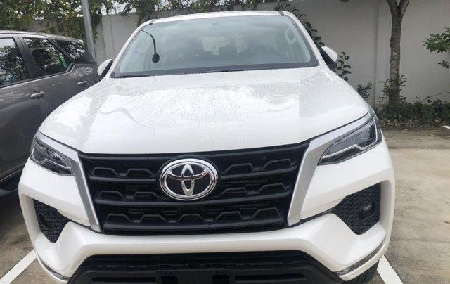 Toyota Fortuner 2.4G đời 2020 màu trắng giao ngay0