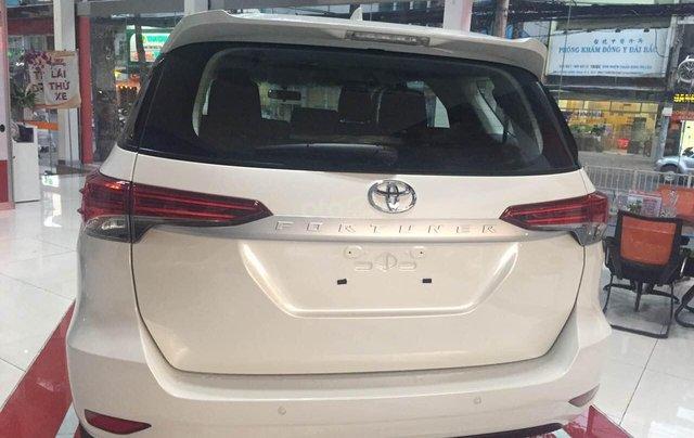 Toyota Fortuner 2.4G đời 2020 màu trắng giao ngay2