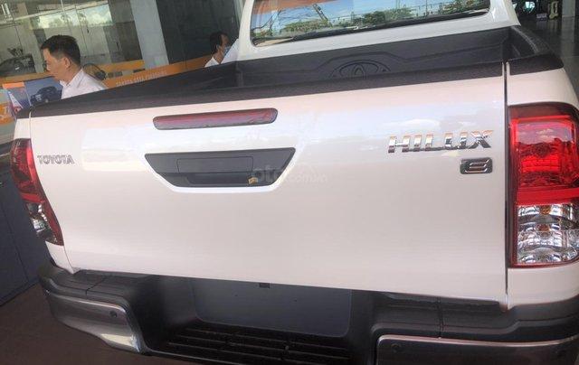 Bán Toyota Hilux 2.4 AT mẫu 2021 mới nhập Thái Lan1