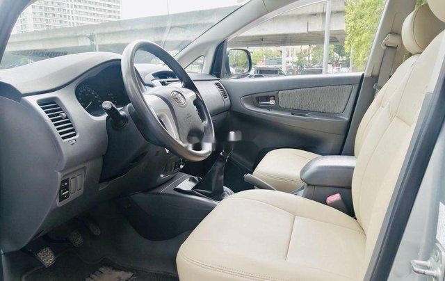 Bán Toyota Innova đời 2013, màu bạc, xe chính chủ2