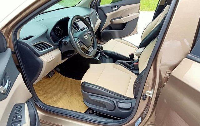 Cần bán gấp Hyundai Accent đời 2019, nhập khẩu, màu vàng cát9