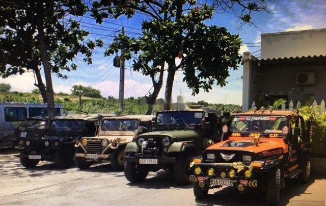 Cần bán lại xe Jeep Wrangler đời 1996, hai màu, nhập khẩu nguyên chiếc chính chủ, 310tr5