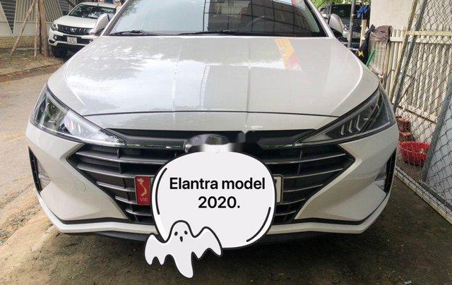 Bán Hyundai Elantra đời 2020, màu trắng chính chủ0