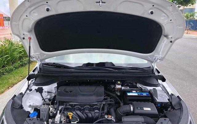 Bán Hyundai Elantra đời 2020, màu trắng chính chủ8