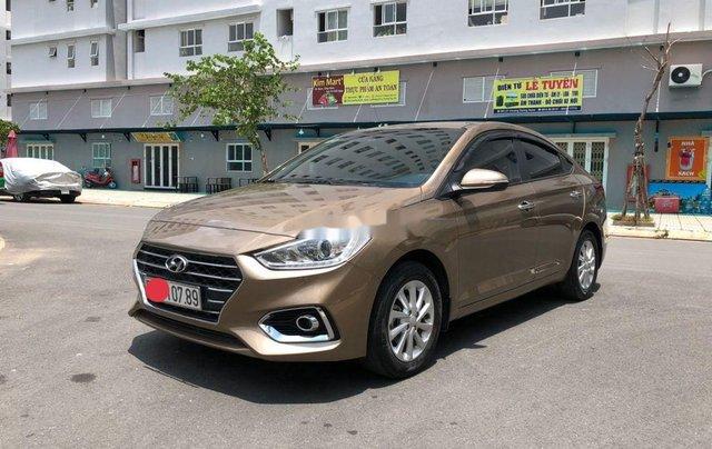 Cần bán gấp Hyundai Accent đời 2019, nhập khẩu, màu vàng cát0