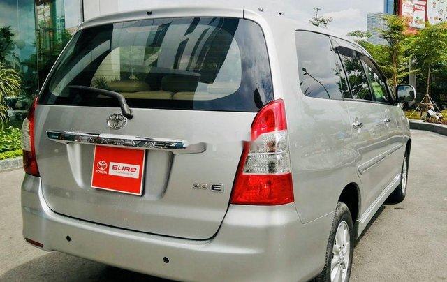 Bán Toyota Innova đời 2013, màu bạc, xe chính chủ10