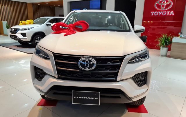 Bán Toyota Fortuner đời 2021, xe giao ngay0