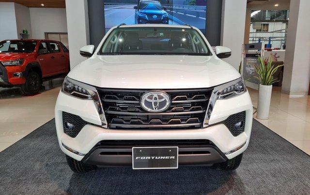 Bán ô tô Toyota Fortuner 2.4 AT đời 2021, màu trắng ngọc trai0