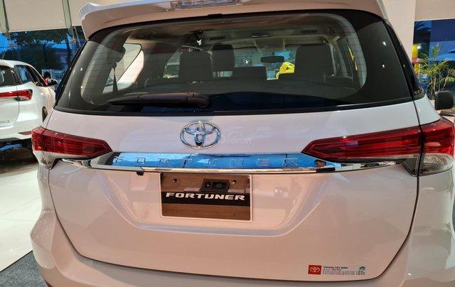 Bán ô tô Toyota Fortuner 2.4 AT đời 2021, màu trắng ngọc trai2