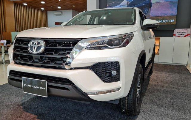 Bán ô tô Toyota Fortuner 2.4 AT đời 2021, màu trắng ngọc trai5