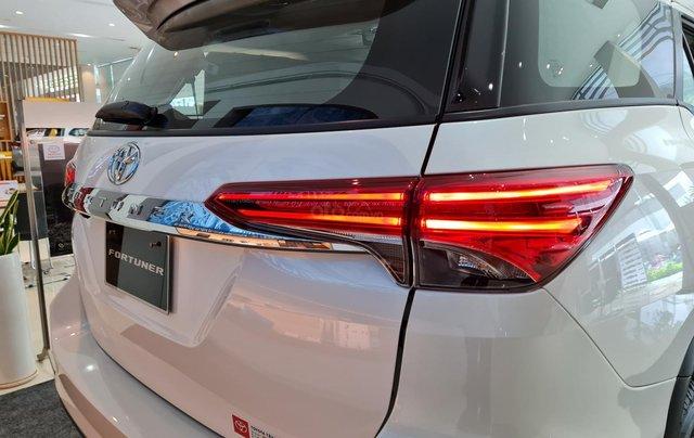 Bán ô tô Toyota Fortuner 2.4 AT đời 2021, màu trắng ngọc trai8