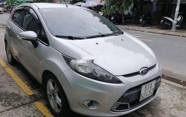 Cần bán xe Ford Fiesta số tự động năm 2012, xe chính chủ sử dụng, còn mới, động cơ ổn định0