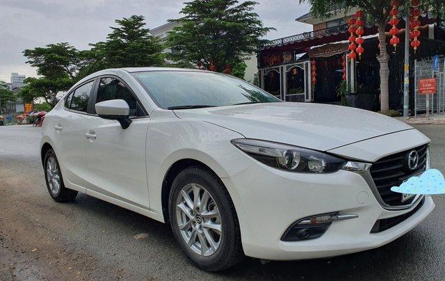 Gia đình bán xe Mazda 3 trắng, mua T3.2019, đi 18.200 km, giá 610 triệu0