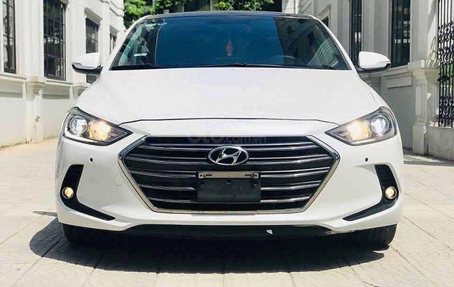 Xe Hyundai Elantra năm sản xuất 2017, màu trắng còn mới1