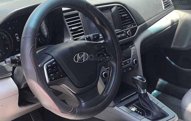 Xe Hyundai Elantra năm sản xuất 2017, màu trắng còn mới2