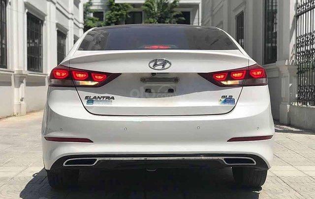 Xe Hyundai Elantra năm sản xuất 2017, màu trắng còn mới3