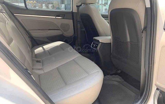 Xe Hyundai Elantra năm sản xuất 2017, màu trắng còn mới4