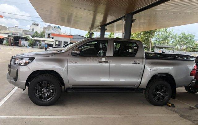 Bán xe Toyota Hilux 2.4 số tự động 2021- Màu bạc giao ngay - Khuyến mãi giảm tiền mặt, tặng phụ kiện2