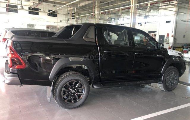 Toyota Hilux 2.8Q 2021 màu đen giao ngay- khuyến mãi giảm giá tiền mặt3