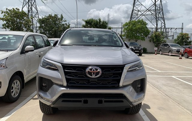 Toyota Fortuner 2.4 số sàn, màu bạc - mua trả góp với 250tr - khuyến mãi giảm giá tiền mặt - Tặng phụ kiện1