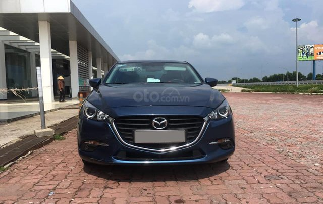 Chính chủ bán Mazda 3 sedan 1.5L, màu xanh, nội thất đen, xe sản xuất 10/2018, bảo hành bảo dưỡng toàn bộ tại hãng0