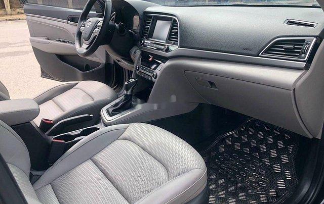 Bán Hyundai Elantra 1.6 AT sản xuất 2017, màu đen, 535tr8