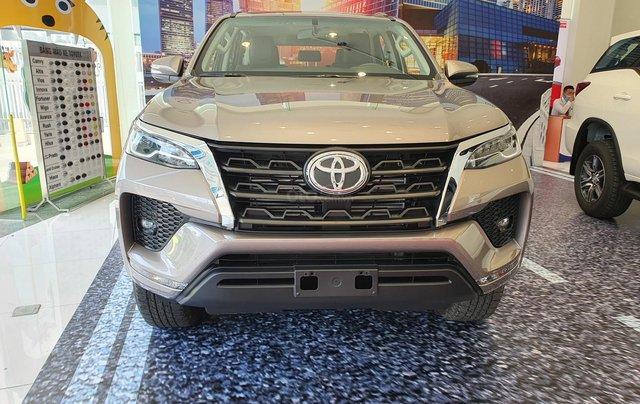 """""""HOT"""" Toyota Fortuner 2.4G MT- 995 triệu - Đưa 250 triệu lấy xe - Ưu đãi quà tặng theo xe. Liên hệ 09027500510"""