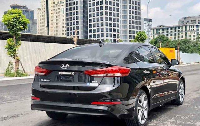 Cần bán gấp Hyundai Elantra 2.0 sản xuất năm 2017, màu đen  1
