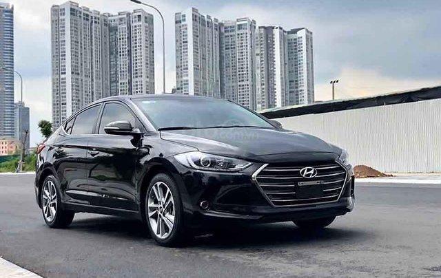 Cần bán gấp Hyundai Elantra 2.0 sản xuất năm 2017, màu đen  0