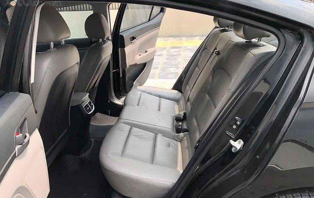 Cần bán gấp Hyundai Elantra 2.0 sản xuất năm 2017, màu đen  3