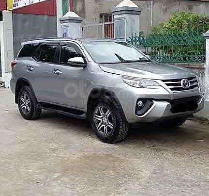 Bán Toyota Fortuner sản xuất 2020, màu bạc còn mới0