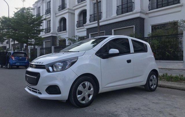Cần bán gấp Chevrolet Spark đời 2018, màu trắng, rất mới, đi chuẩn 26.000 km2