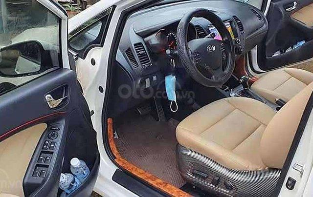 Cần bán xe Kia K3 sản xuất năm 2015, màu trắng, số tự động3