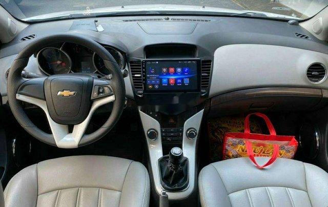Cần bán lại xe Chevrolet Cruze năm 2014, màu trắng còn mới3