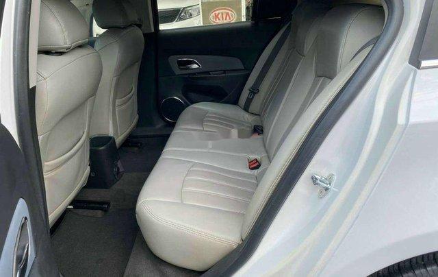 Cần bán lại xe Chevrolet Cruze năm 2014, màu trắng còn mới4