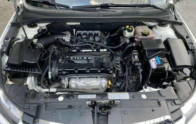 Cần bán lại xe Chevrolet Cruze năm 2014, màu trắng còn mới5