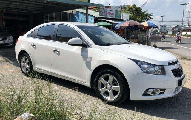 Cần bán lại xe Chevrolet Cruze năm 2014, màu trắng còn mới0