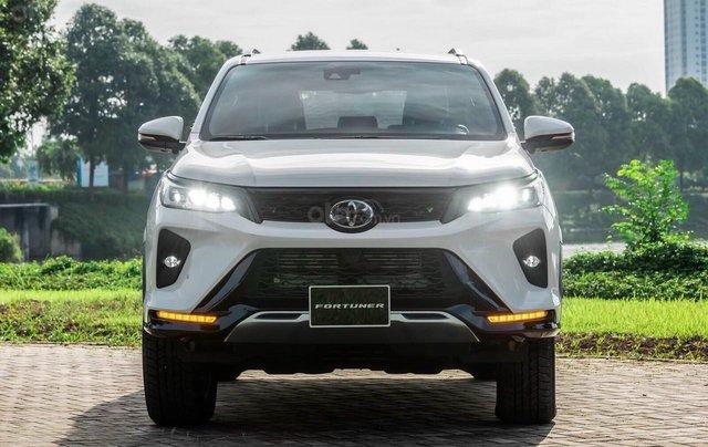 Toyota Fortuner 2.4 số sàn, màu bạc - mua trả góp với 250tr - khuyến mãi giảm giá tiền mặt - Tặng phụ kiện0