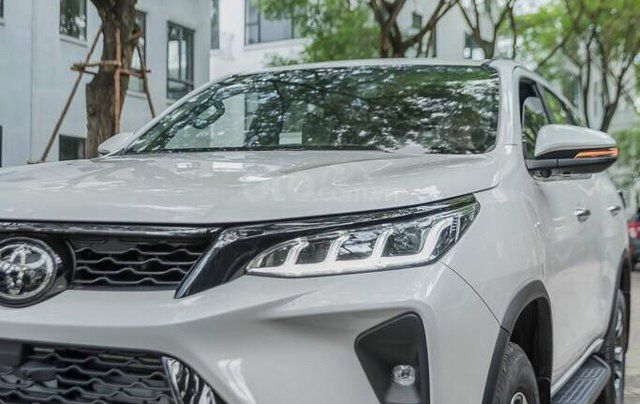 Toyota Fortuner 2.4 số sàn, màu bạc - mua trả góp với 250tr - khuyến mãi giảm giá tiền mặt - Tặng phụ kiện3