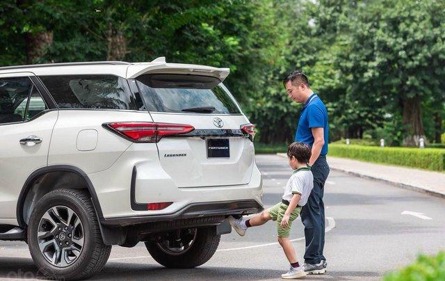 Toyota Fortuner 2.4 số sàn, màu bạc - mua trả góp với 250tr - khuyến mãi giảm giá tiền mặt - Tặng phụ kiện4