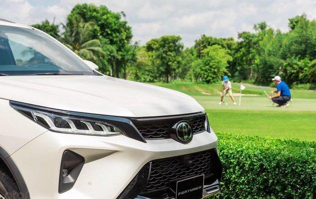 Toyota Fortuner 2.4 số sàn, màu bạc - mua trả góp với 250tr - khuyến mãi giảm giá tiền mặt - Tặng phụ kiện5
