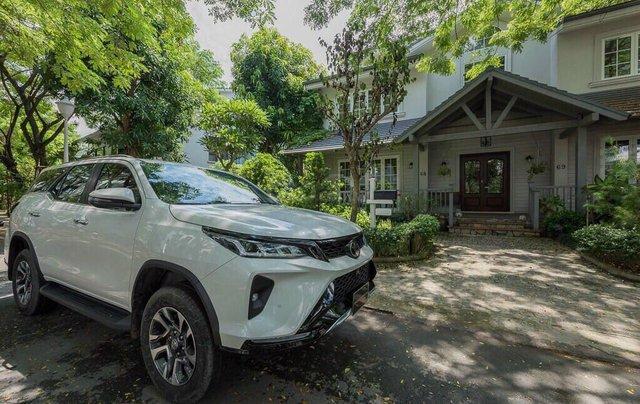 Toyota Fortuner 2.4 số sàn, màu bạc - mua trả góp với 250tr - khuyến mãi giảm giá tiền mặt - Tặng phụ kiện6