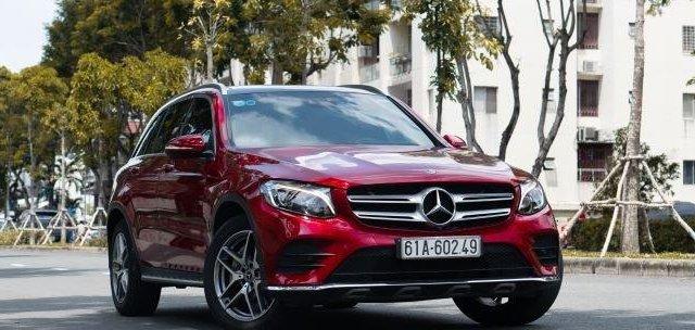 Cần bán Mercedes GLC300 4Matic sản xuất 2019, màu đỏ, xe nhập