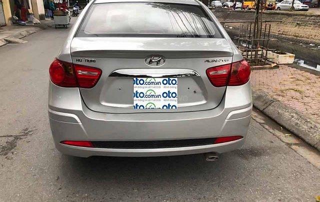 Bán Hyundai Avante năm sản xuất 2014, màu bạc còn mới1