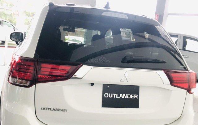 Bán xe Mitsubishi Outlander 2.4 Premium bản đặc biệt 2019, giá 900 triệu đồng2