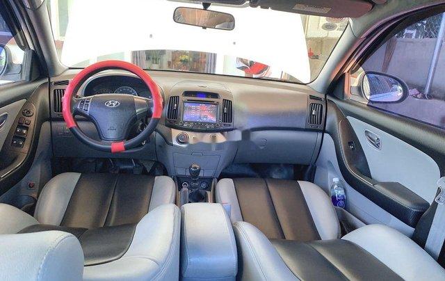 Cần bán Hyundai Avante sản xuất năm 2015, màu trắng, xe nhập2