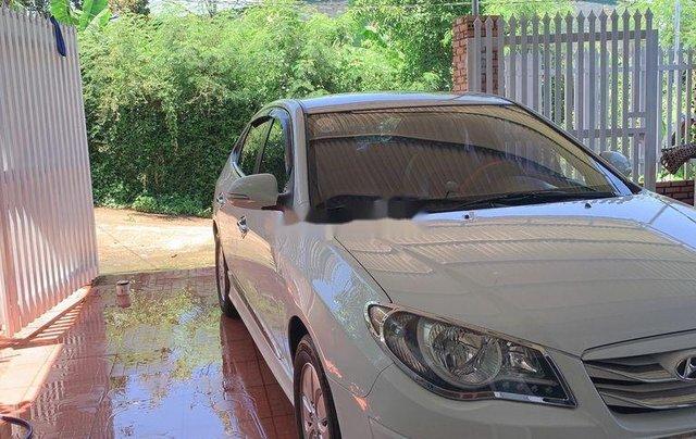 Cần bán Hyundai Avante sản xuất năm 2015, màu trắng, xe nhập0